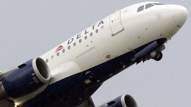 Bomb threats were made via Twitter against two planes in the US on Saturday.
