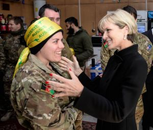 Julie Bishop speaks to Private Tammy Grant at KAIA base in Kabul, Afghanistan.