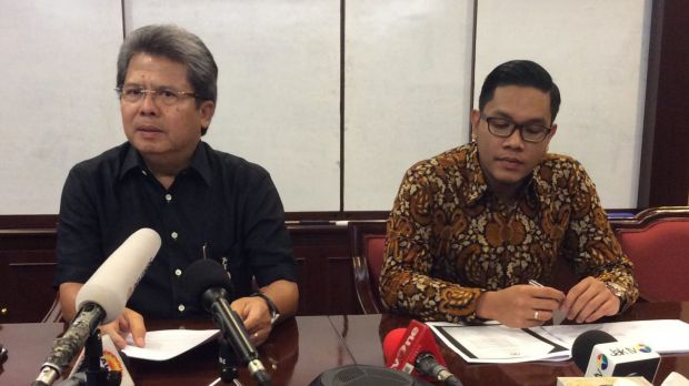 Indonesian lawyer Todung Mulya Lubis, left, who represents Andrew Chan and Myuran Sukumaran, told reporters he would ...