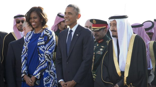 Causing a stir by not wearing a headscarf: US first lady Michelle Obama with President Barack Obama stand with new Saudi ...
