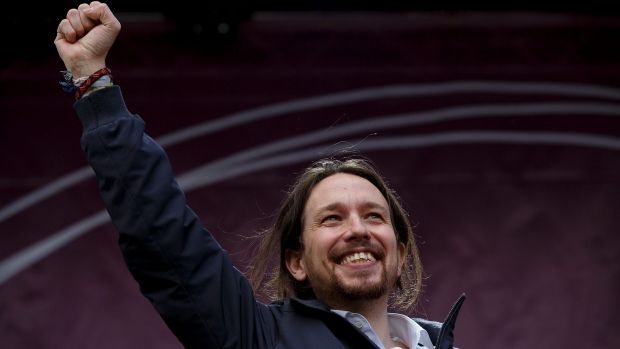 Podemos leader Pablo Iglesias salutes the crowd, put by police at 100,000.