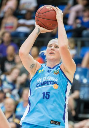 Lauren Jackson will have scans on her knee on Tuesday.
