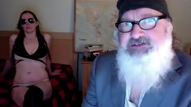 """Randy and Evi Quaid have released a bizarre """"sex"""" tape featuring a mask of Rupert Murdoch."""