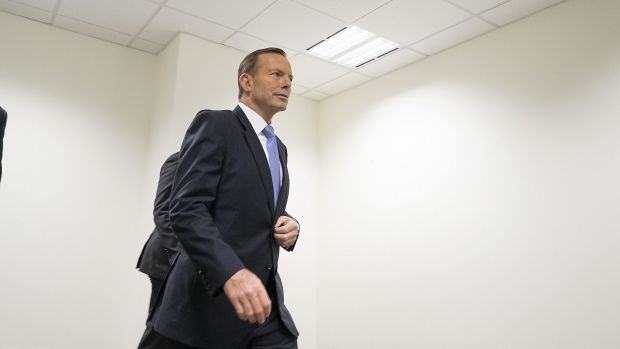 "Mr Abbott, at the AFP headquarters in Melbourne, says he's ""very confident"" he'll remain PM."