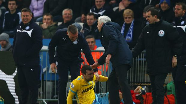 Nigel Pearson, manager of Leicester City and Alan Pardew, manager of Crystal Palace check on James McArthur.