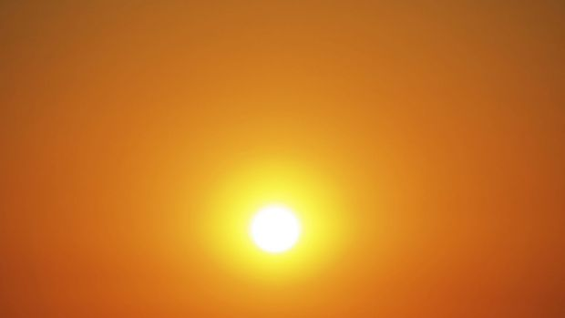 Sunshine Coast swelters in record-breaking heat.