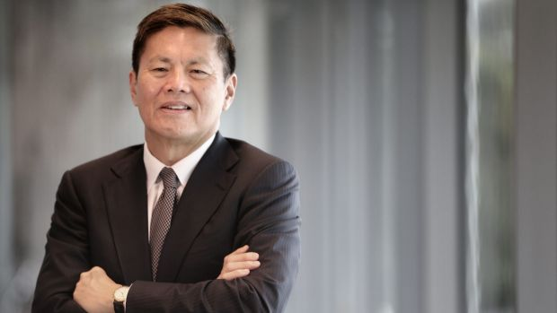 Price competition is spurring customers to sign new, lower-priced contracts, Optus CEO Allen Lew said.
