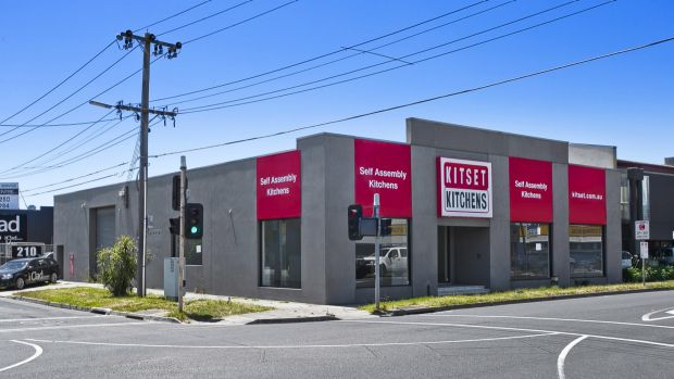 CBRE negotiated the auction sale of a showroom/warehouse in Melbourne's Thornbury for $1.617 million.