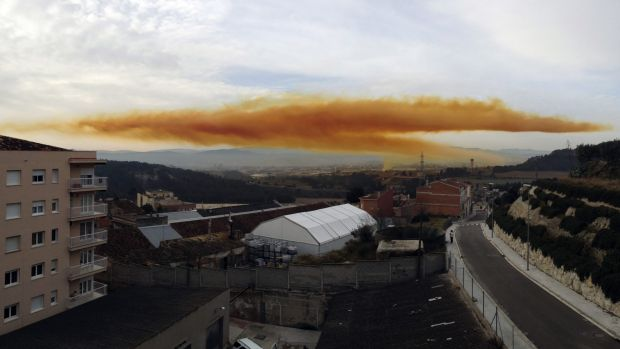 An orange toxic cloud is seen over the town of Igualada.