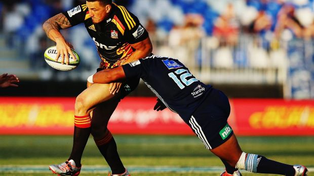 Sonny Bill Williams of the Chiefs looks to offload.