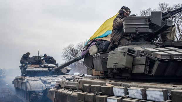 Ukrainian soldiers drive tanks out of Debaltseve on Wednesday.