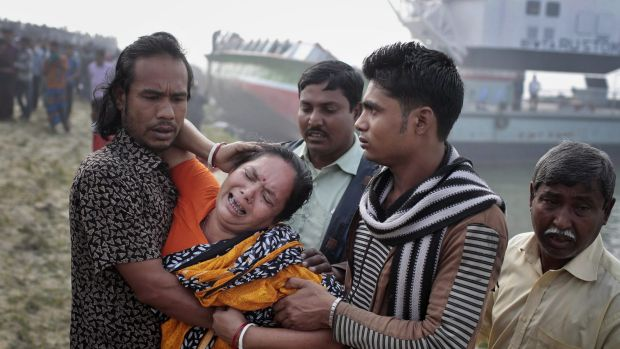 A Bangladeshi woman cries after identifying the body of her relative, victim of a sunk ferry.