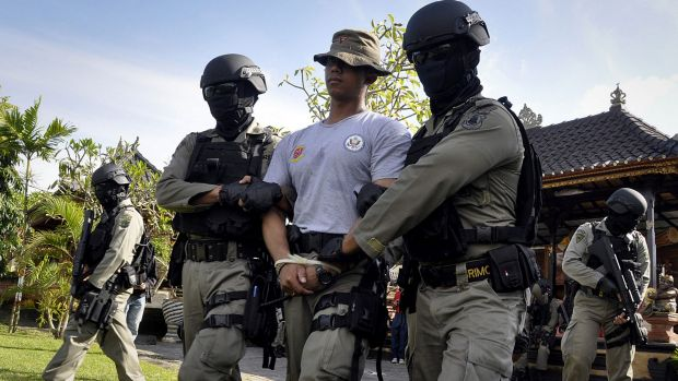 Indonesian police commandos carry out a rehearsal of a prisoner transfer in Denpasar.