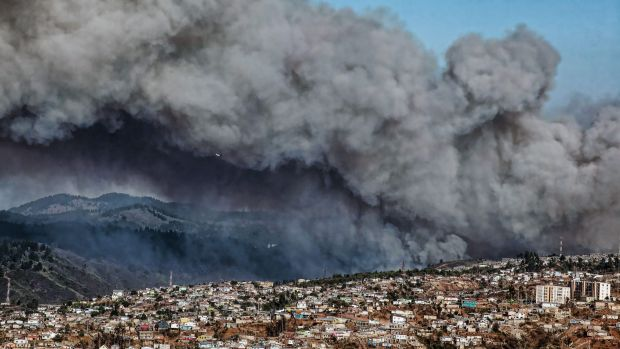 Looming threat: The forest around Valparaiso burns.
