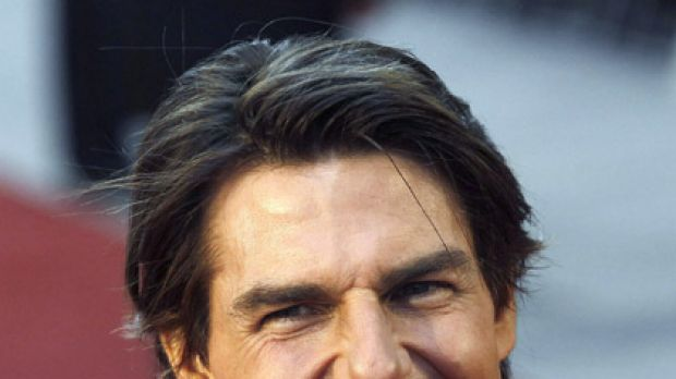 Abdominal anomaly ... shirtless photos of Tom Cruise fuel liposuction speculation.