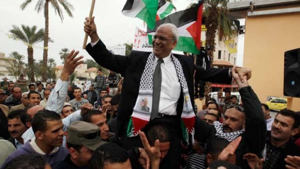 Accusations ... chief Palestinian negotiator Saeb Erekat is carried during a rally upon his return from Cairo to the ...