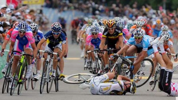 Wettingen, June  15, 2010 ... Briton Mark Cavendish (left) and Heinrich  Haussler (in the points leader's red-dotted ...