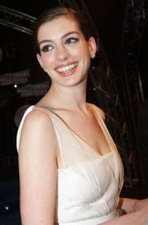 Anne Hathaway will join fellow actor James Franco as a co-host at next week's Oscars.