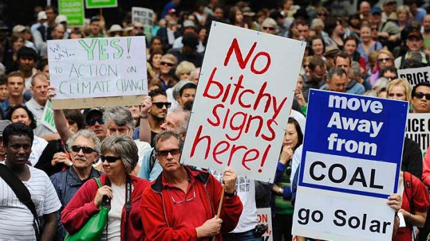 A pro-carbon tax rally in Sydney to counter the anti-tax  gatherings. No wonder politicians don't know what to do.