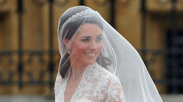 The bride arrives at Westminster Abbey.