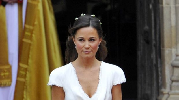 Pippa Middleton's figure-hugging bridesmaid dress has attracted a wave of praise on the internet.