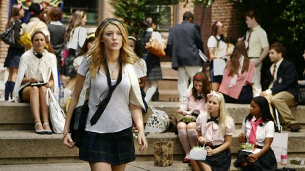 The core five cast members of <i>Gossip Girl</i> have signed on for another season.