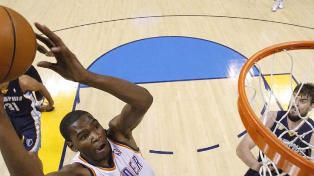 Oklahoma City Thunder forward Kevin Durant, left, shoots in front of Memphis Grizzlies forward Zach Randolph and centre ...