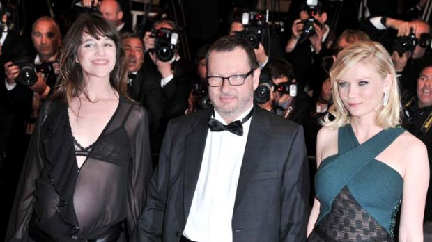 Lars von Trier with Charlotte Gainsbourg and Kirsten Dunst at the <i>Melancholia</i> premiere.