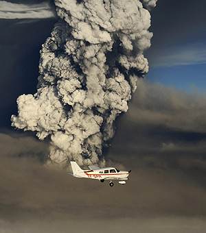Lively: Smoke plumes from the Grimsvotn volcano, under the Vatnajokull glacier. But the next threat is posed by ...