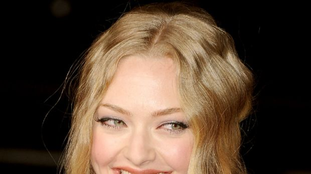 Split ... Amanda Seyfried presses the off switch on Ryan Phillippe romance.