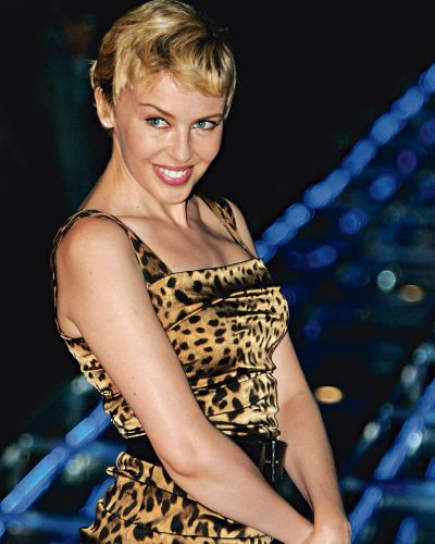 Kylie Minogue poses prior to the Dolce & Gabbana  women's fashion collection in Milan,September. 2006.