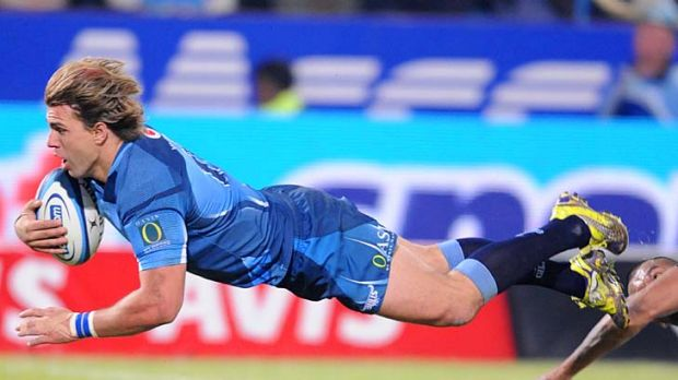 Wynand Olivier scores a crucial try for the Bulls just before halftime.