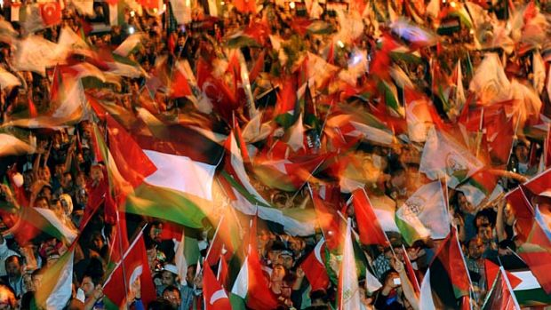 People wave Palestinian flags in support rally in Turkey.