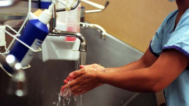 Many medical staff still fail to wash their hands.