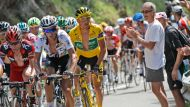 Leaders bide their time in the Pyrenees (Video Thumbnail)