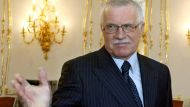 Czech President refuses security check (Video Thumbnail)