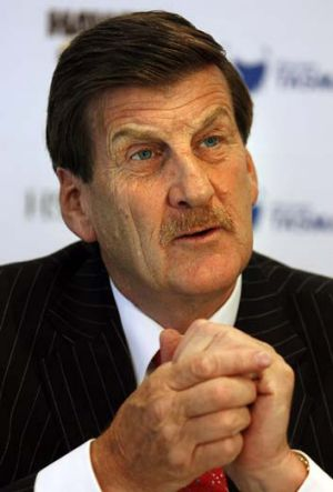 Jeff Kennett has angered gay rights activists who want him to quit beyondblue.