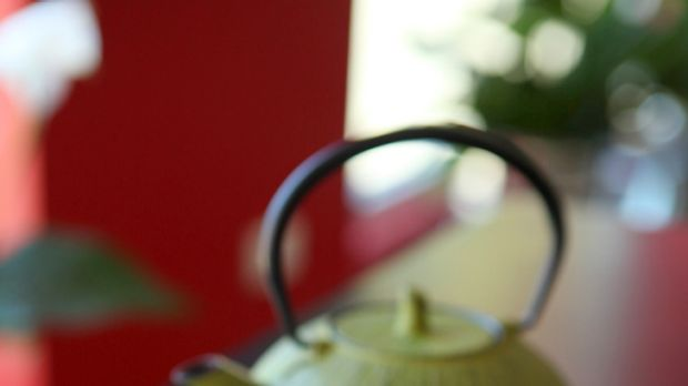 Natural weight loss aid ... study finds green tea slows weight gain.