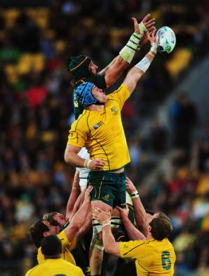 James Horwill contests the line out with Victor Matfield of South Africa