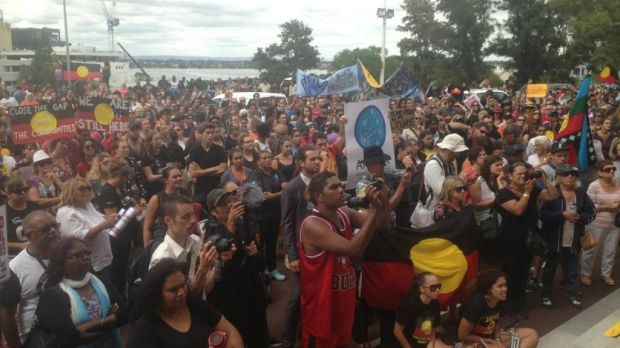 Hundreds turn out in support of keeping Aboriginal communities open in WA in March 2015.