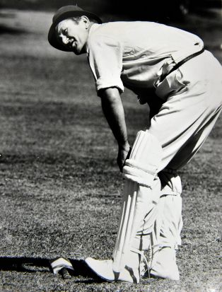 Former Prime Minister Malcolm Fraser plays cricket all padded up. (19/3/71)