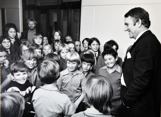 Former Prime Minister Malcolm Fraser. Mr Fraser laughing with pupils from Turner Primary school in the Government Lobby ...