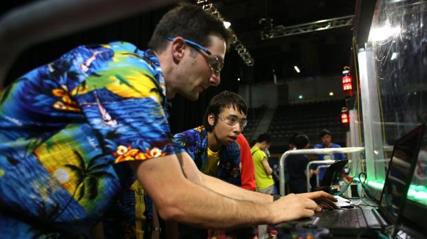Thunder's drive coach Mark Waldron makes last minute tweaks before a match.