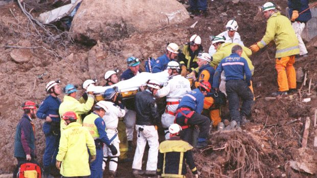 Stuart Diver being rescued from the Thredbo landslide in August 1997.