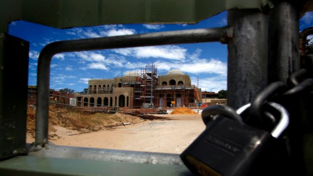 Pankaj and Radhika Oswal's mansion in Peppermint Grove has remained abandoned for several years.