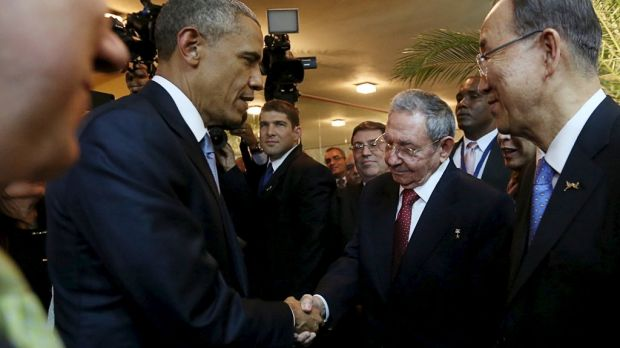 Barack Obama (L) and his Cuban counterpart Raul Castro shake hands as UN Secretary-General Ban Ki-moon (R) looks on.