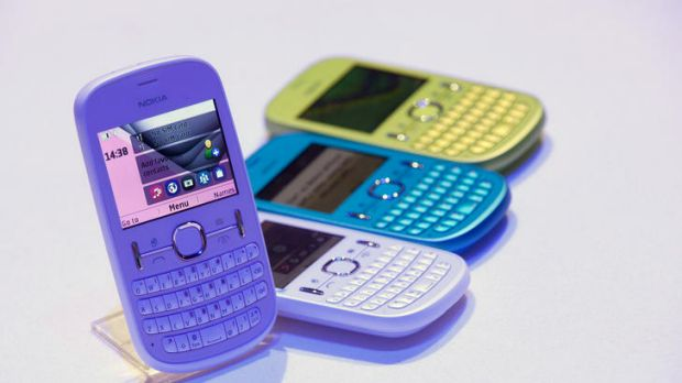 As well as unveiling smartphones, Nokia also unveiled the low-end Nokia Asha 300 mobile handset amongst another three ...