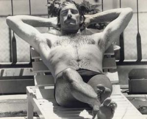 Dennis Lillee relaxes by the pool at the Travelodge Motel at Rushcutters Bay in Sydney in preparation for the Test ...