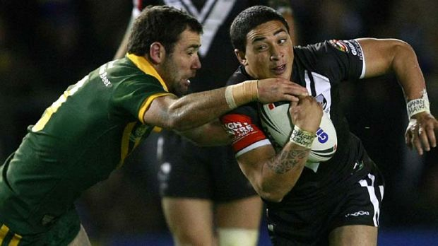 New Zealand's Kevin Locke is tackled by Cameron Smith.