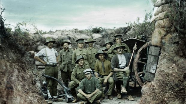 Members of the 2nd Light Horse Regiment (Qld) together with men from a field artillery battery near an 18-pounder field ...